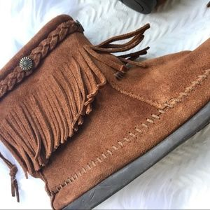 Minnetonka Shoes - MINNETONKA Leather Fringe Booties Moccasins Sz 7